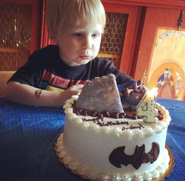 wes with cake