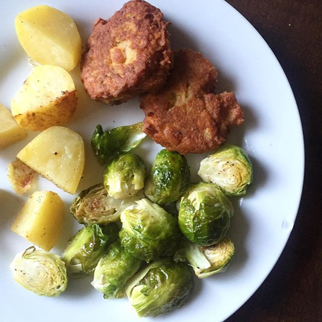 salmon cakes, Our Weekly Meal Plan: Eats from the Web! What We Ate Wednesday Paleo Meal Plan | Paleo Parents